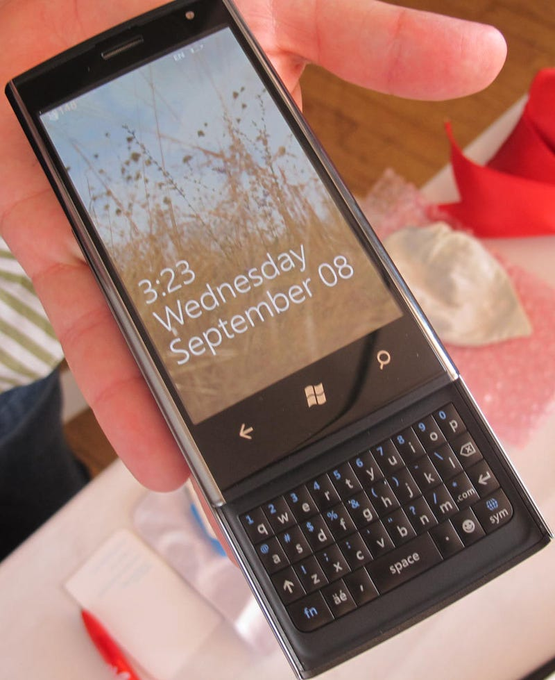 Dell Venue Pro Hands On: A Solid First WP7 Slider