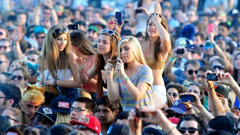 Craigslist Ad Seeks '2 Coachella Boyfriends' Who Are '30% Bro'