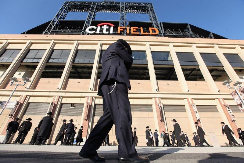 40,000 Orthodox Jews Fill New York Stadium For Internet Rally