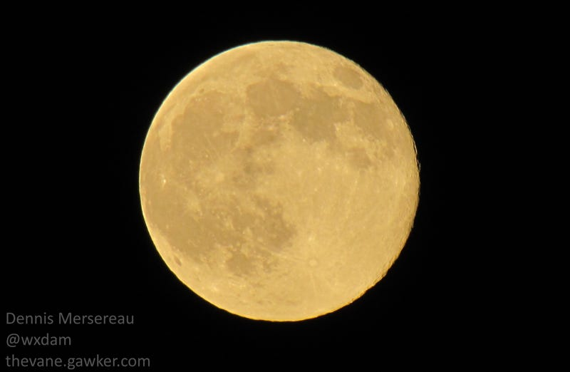 HOLY CRAP LOOK AT THIS SUPERMOON