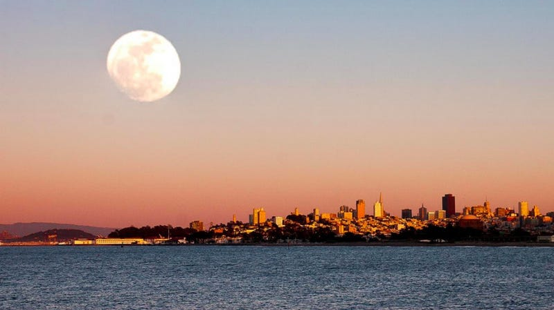 Keep Your Eyes on the Sky for Tonight's Gigantic Supermoon