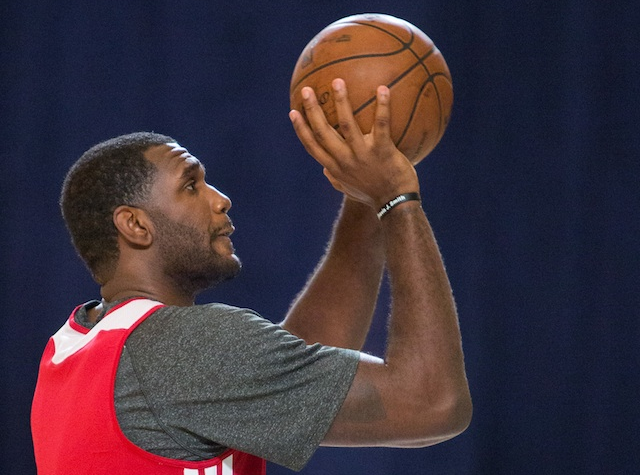 "Greg Oden Has ""Slight Setback,"" Misses Practice With Knee Swelling"