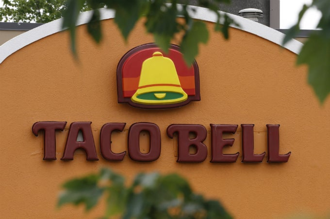 Taco Bell Owners Sued For Forcing Workers to Give Fake Money as Change