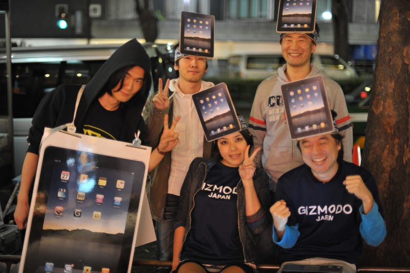 Gizmodo Japan at the Japanese iPad Launch