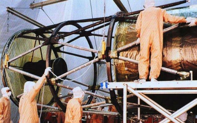 Happy 25th Birthday Hubble! Amazing Pics of the Telescope's Construction