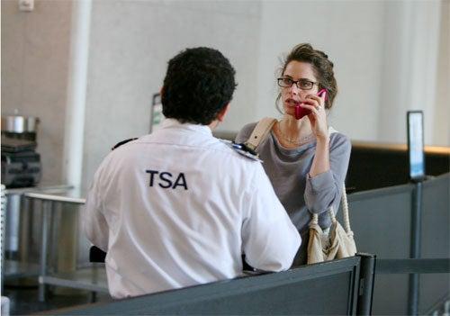 Amanda Peet Negotiates Issue Of National Security