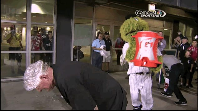 Hawk Harrelson Does Ice Bucket Challenge With A Shower Cap On