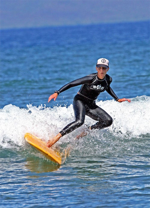 Helen Hunt Surfs Sideways