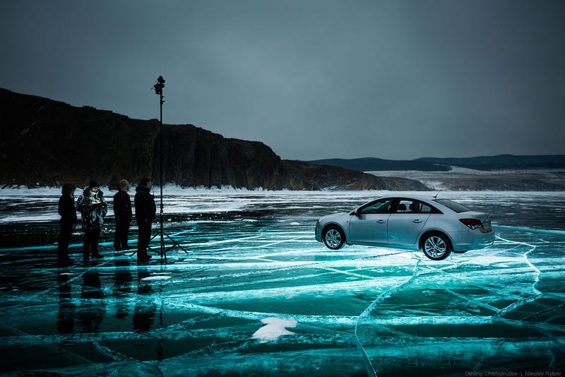 How Russian Photographers Set Up This Amazing Glowing Ice Picture