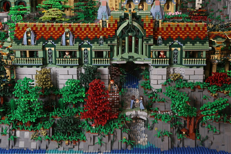 Epic LEGO Lord Of The Rings Diorama Took 200,000 Bricks To Build