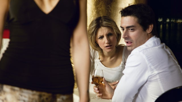 Oxytocin keeps committed men away from attractive women