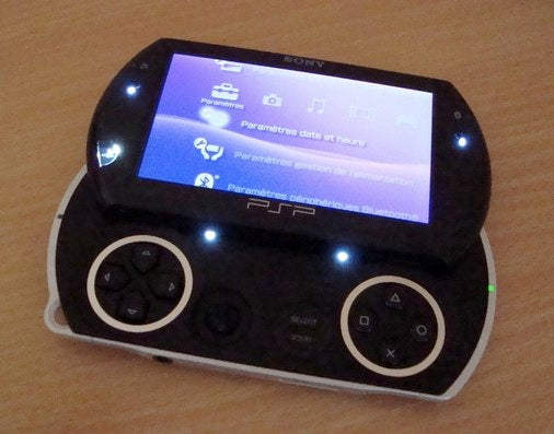 Simple PSPGo Mod Hides High Price, Screen Behind Blindingly Bright Bank of LEDs