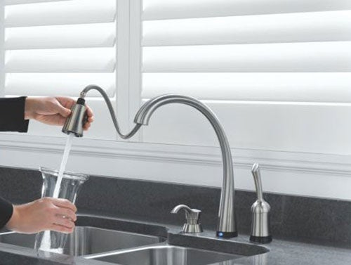 Touch-Sensitive Faucet Is Absolute Kitchen Genius