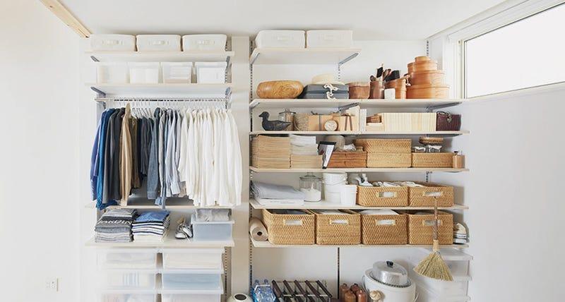衣類の整理で大切なのは持続です。きれいに整理できる下地をつくっておけば、あとは収めるだけ。無理なくすれば続きます。