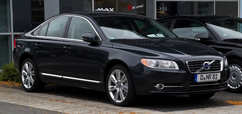 What does the S80 compete with?