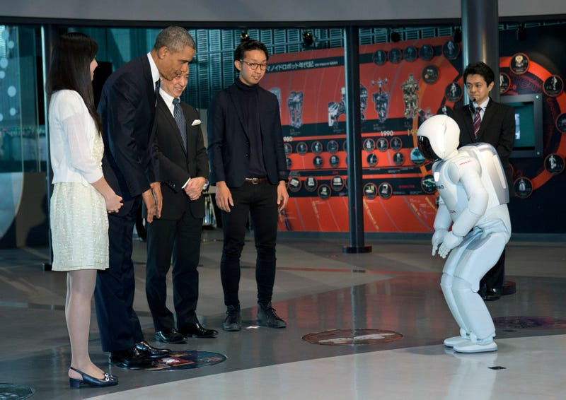 Obama Exchanges Bows With A Robot, and a Right-Wing Freak Out Ensues