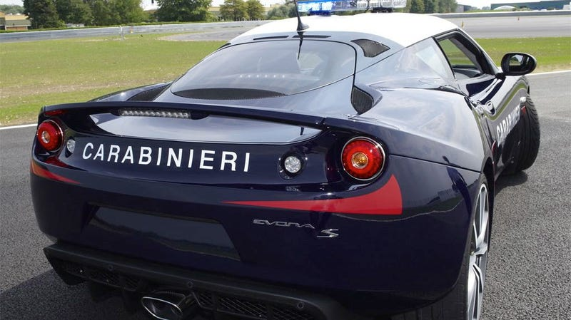 Italian cops now cruise in a Lotus Evora