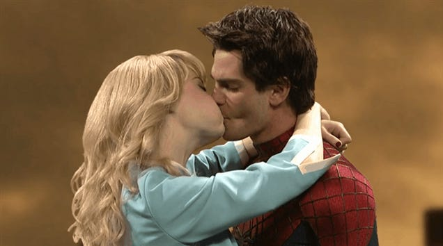 Learn How To Kiss With Spider-Man And Gwen Stacy