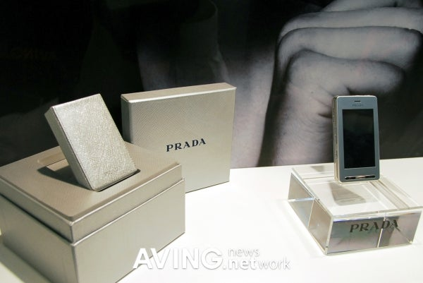 LG Prada Phone Now Comes in Silver with New, Matching UI