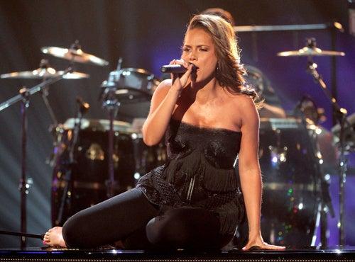 Pregnant Alicia Keys Takes A Tumble