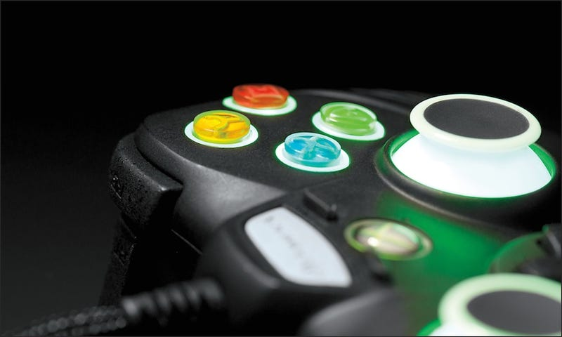 The FUS1ON Pro Gaming Controller Makes My Tiny Xbox Thumbsticks Feel Sad and Insignificant