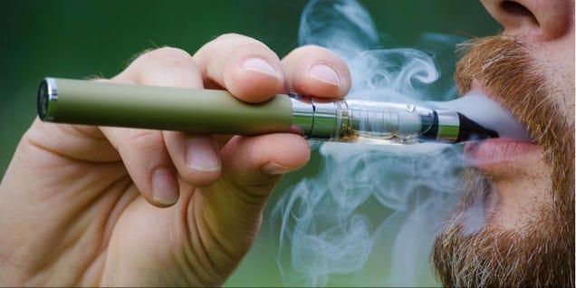 Varios sabores de cigarrillos electrónicos son tóxicos para los pulmones