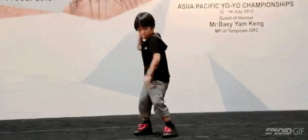 This little kid is better at yo-yo than I am at anything