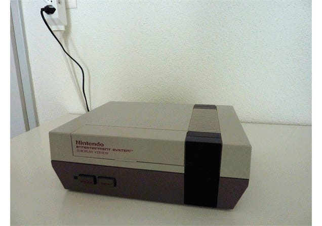 Hacker Turns an NES Console Into an 8-Bit Gaming Laptop