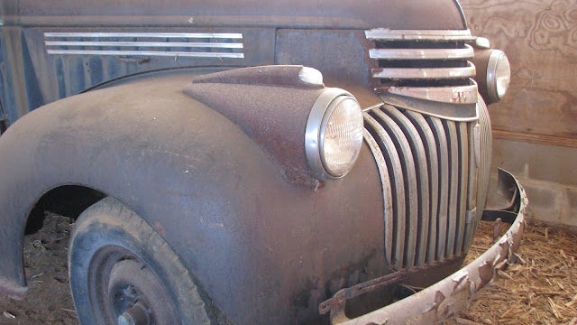 1947 Chevrolet Suburban Is A Legitimate Barn Find