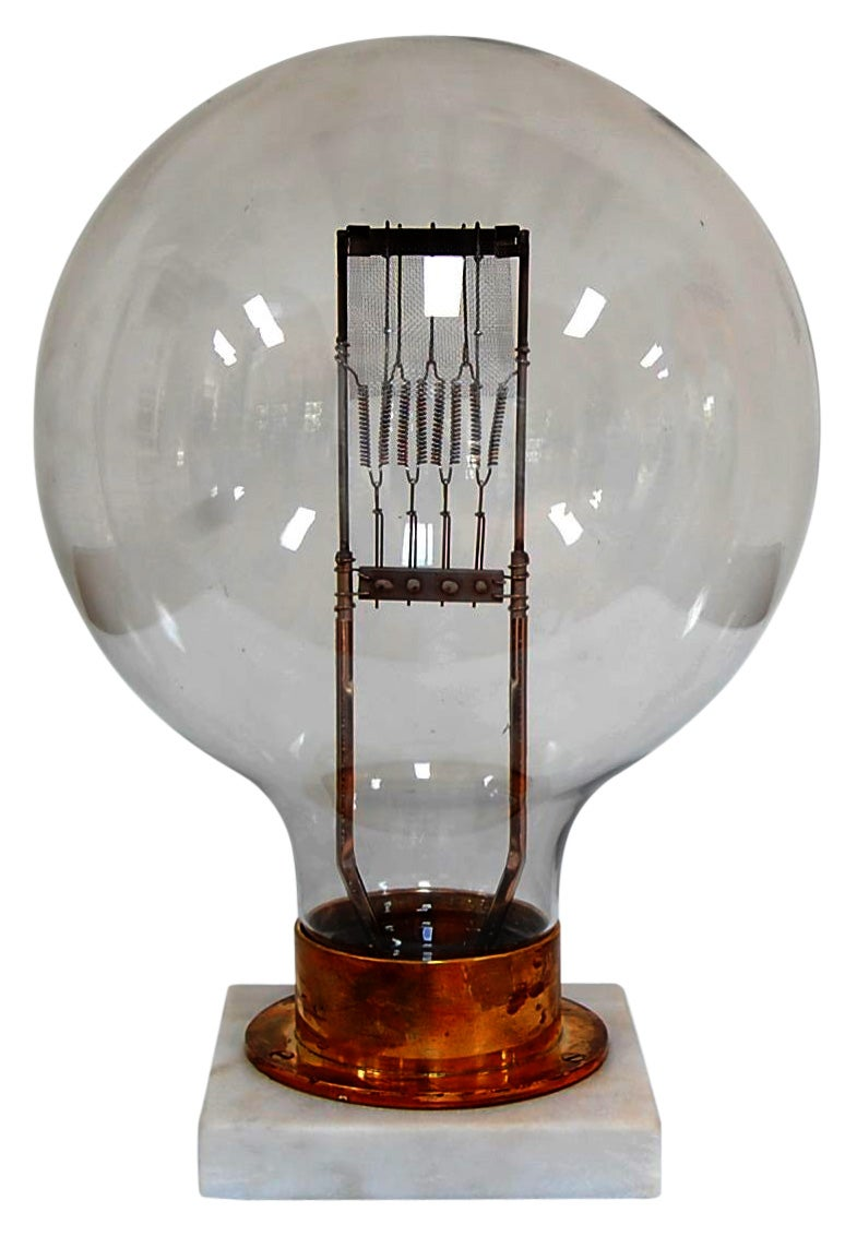Eureka: 9 Stunning Lightbulb Designs