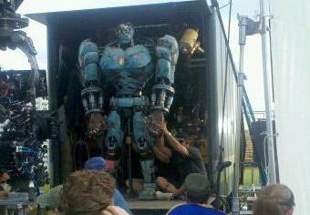 More Crazy Predator Pics! True Blood Finale Pics! Watch Maggie Q Kick Ass As Nikita! Cloud Atlas casting rumors!