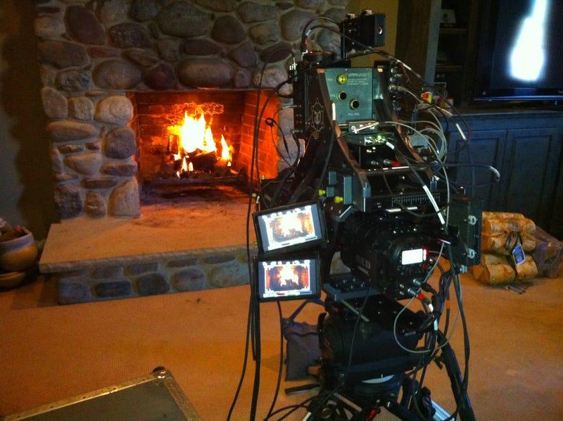 O Gather 'Round Ye Comcast Yule Log On Ye 3DTV