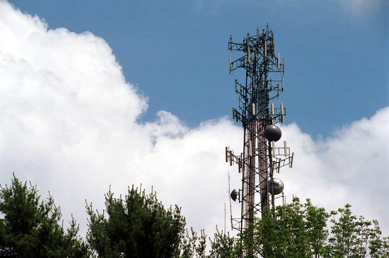 AT&T Just Bought $1.9 Billion Worth of Verizon's Spectrum