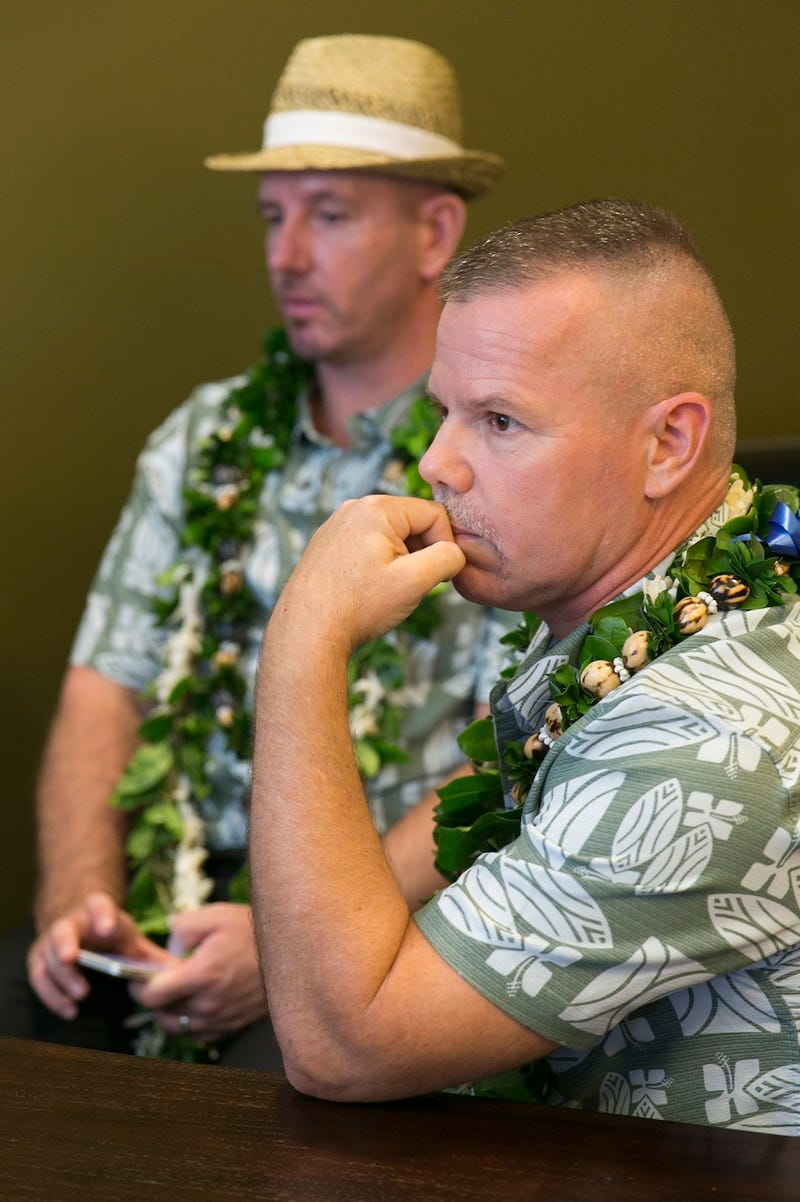 First Same Sex Couples Get Married in Hawaii in Sweet Group Ceremony