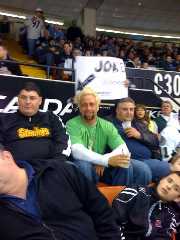 Jeff Reed Freaks Out On Paper Towel Machine, Convenience Store Workers