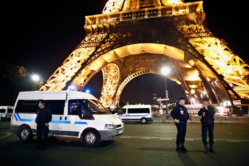 Eiffel Tower Evacuates After Bomb Threat