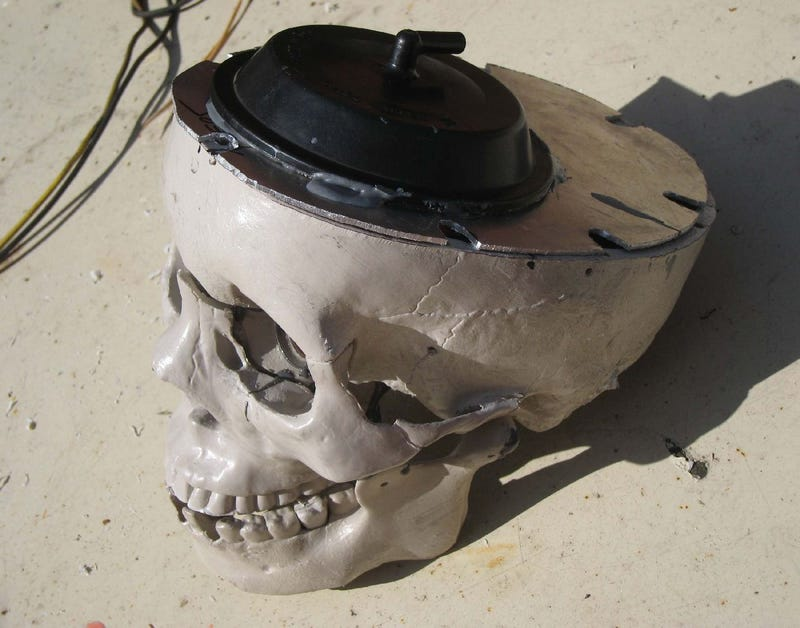 Make Your Own Animatronic Screaming Skull Brake Lights With Junkyard Parts!