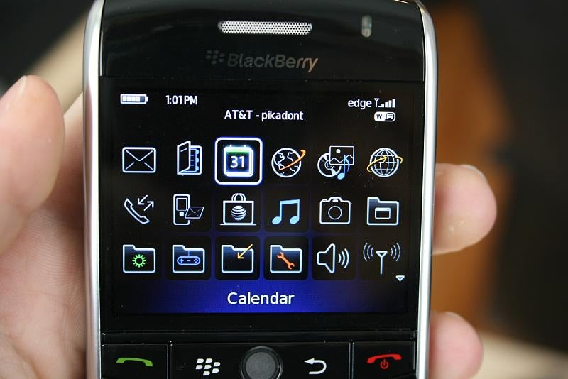 BlackBerry Curve 8900 First Impressions (Kills the Original)