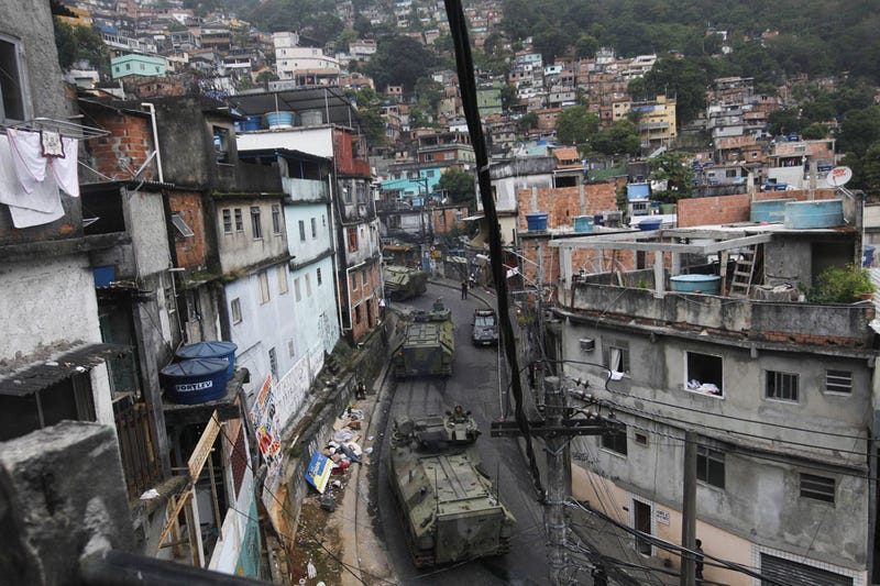 An Army of 3,000 Sweeps a Rio Slum