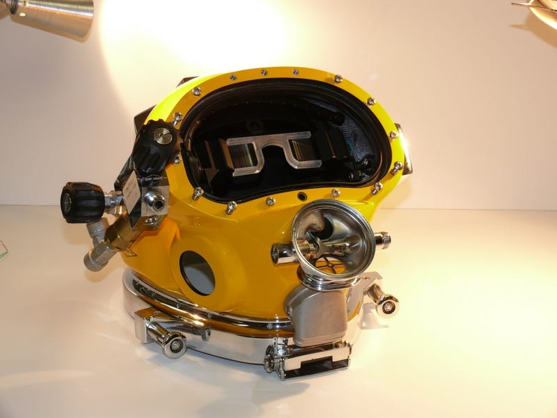 The Navy's Futuristic New Diving Helmet Turns Sailors Into Minions