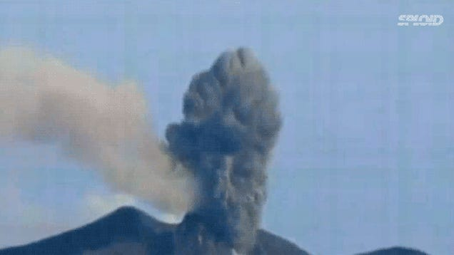 This 4-mile-high volcano explosion in Sumatra is absolutely insane