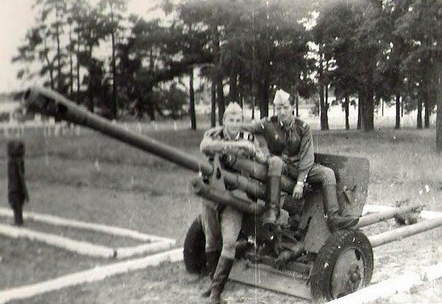 Pont 30 éve vittek el katonának. Szovjet katonának. Hogy milyen volt?
