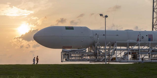 SpaceX Prepares Falcon 9 For Launch—and Reminds Us How Big Rockets Are