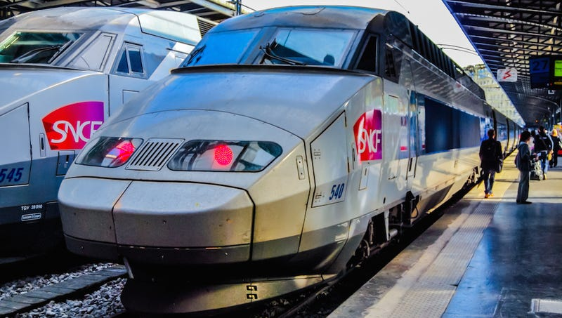 France Spent $20 Billion on Trains That Don't Fit in the Station