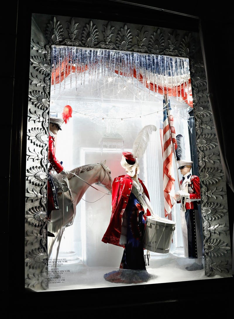 How to Walk By the Fifth Avenue Holiday Windows the Correct Way