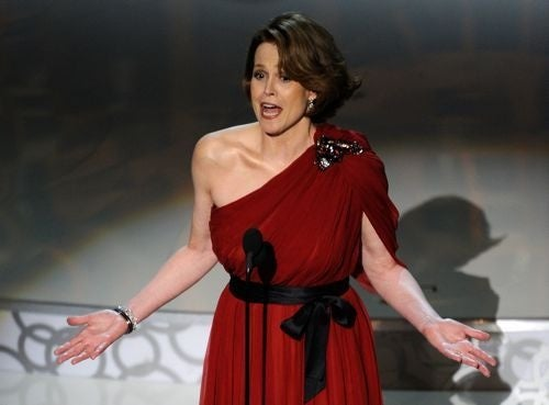 Sigourney: Jim Cameron Didn't Win Oscar Because He's A Dude