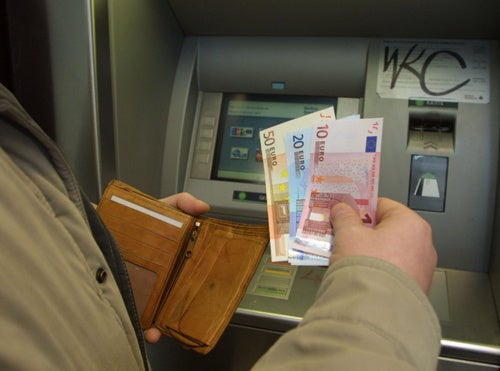 Parisian Thieves Use Breasts to Distract and Rob Man at ATM Machine
