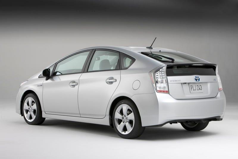 2010 Toyota Prius: Bigger Size Meets Bigger Fuel Economy - 50 MPG!