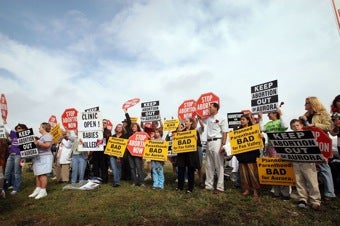"""MA Upholds """"Buffer Zone"""" Law For Abortion Clinics"""