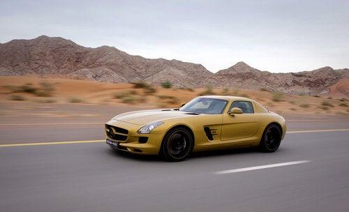 Mercedes SLS AMG Gold Dubai: Press Photos